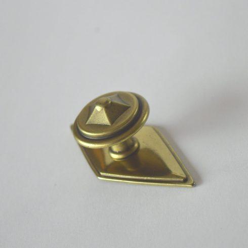 Antik fém bútorfogantyú, fényes bronz színű, talp résszel