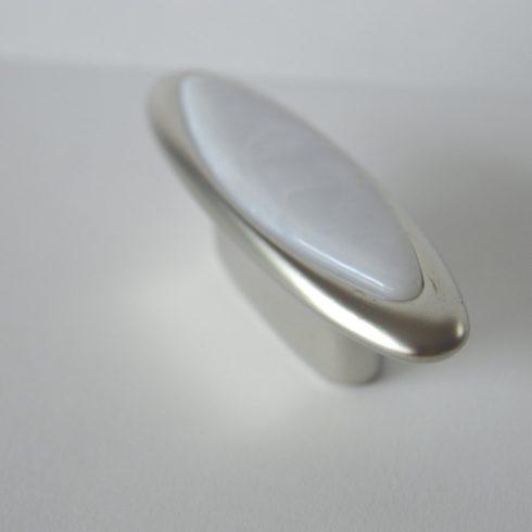 Fém bútorfogantyú, matt nikkel, márvány mintázat, 32 mm furattávval