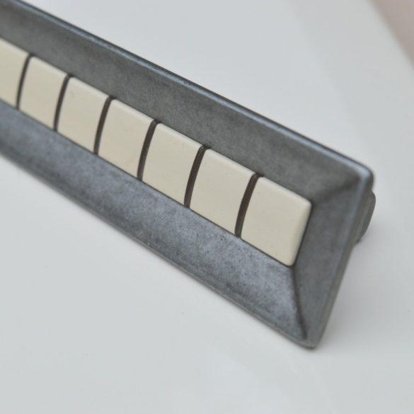Antik fekete, pasztell belső résszel, fém bútorfogantyú, 96 és 128 mm furattávval