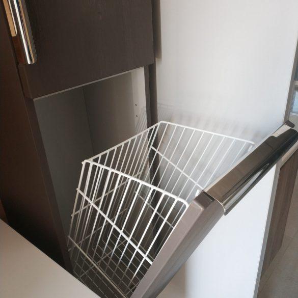 Beépíthető, kibillenő szennyestartó kosár, fehér, 380/500/240
