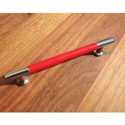 Fém-műanyag bútorfogantyú, króm- piros színű, 96 mm furattáv