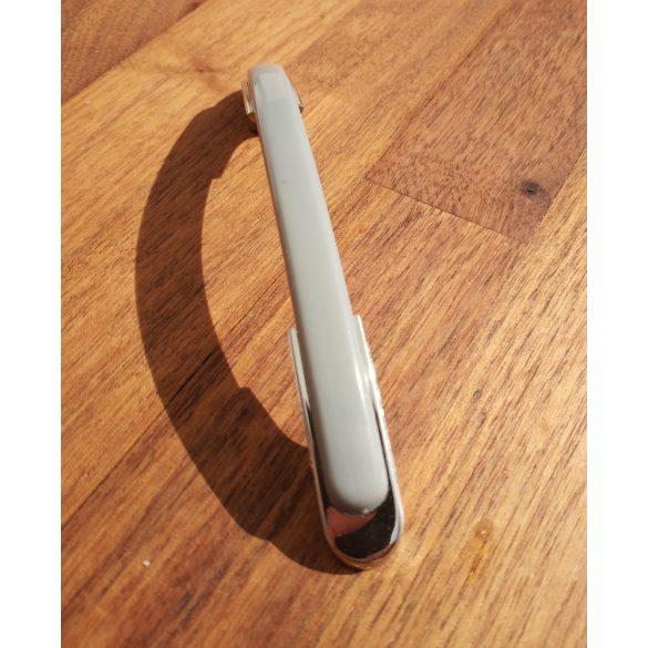 Műanyag bútorfogantyú, króm-szürke, 96 mm furattáv, Retro
