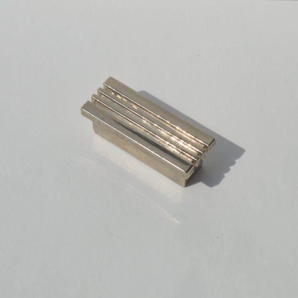 Műanyag, retro króm bútorfogantyú, 32 mm furattáv