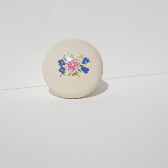 Porcelán bútorgomb, törtfehér színű, virág motívummal