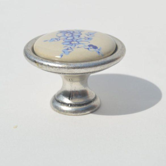 Porcelán bútorfogantyú, 34 x 25 mm, Gomb Öezüst - Tört fehér- kék virágokkal