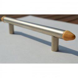 Fém bútorfogantyú, matt króm - fenyő betéttel, 128 mm furattávolság