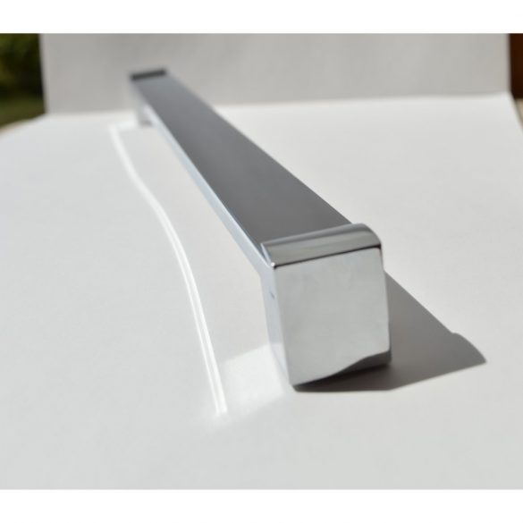 MODERN, KRÓM bútorfoganytú 704 mm furattávval, modern, fényes, elegáns