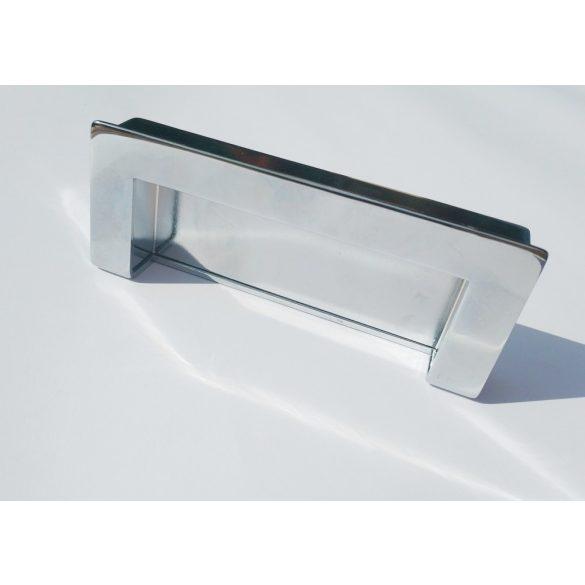 Eingelassener Möbelgriff aus Metall in glänzendem Chrom