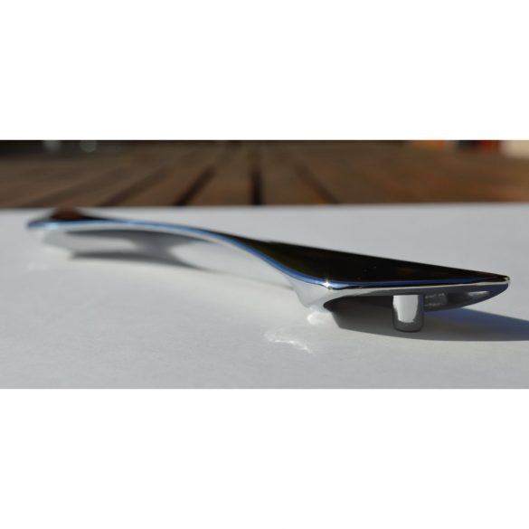 Metal furniture handle in shiny chrome colour