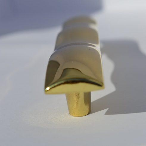 Fém bútorfogantyú, arany színű, 96 mm furattáv