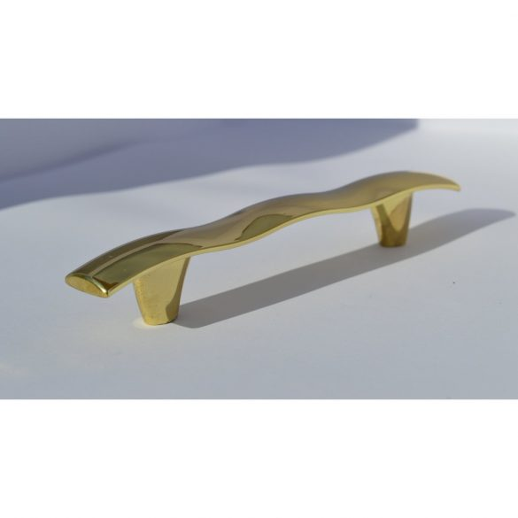 Goldfarbener Möbelgriff aus Metall
