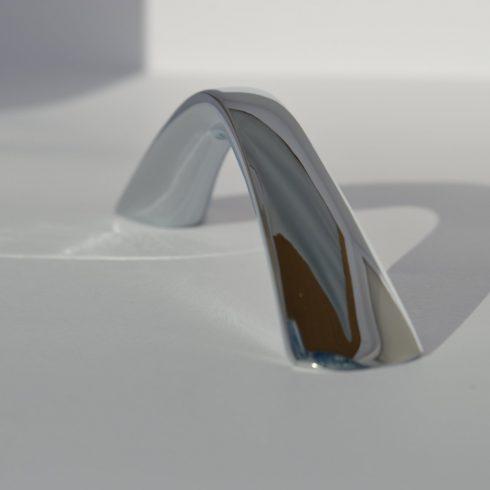 Fém bútorfogantyú, fényes króm színű, 96 mm furattáv