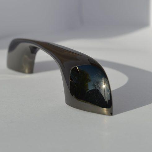 Fém bútorfogantyú, fekete színű, 96 mm furattáv