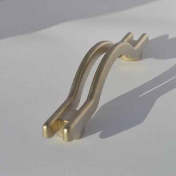 Sehr schöner, hochwertiger Möbelgriff aus Metall in der Farbe Mattnickel