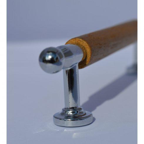 Fém-fa bútorfogantyú, króm - tölgy kombináció, 96 mm furattáv