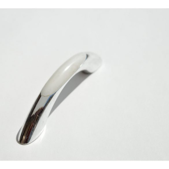 Műanyag bútorfogantyú, Ezüst - fehér színű, 64 mm furattáv